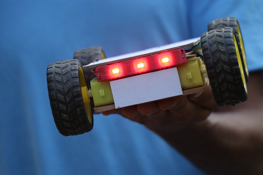 You are currently viewing Smartphone Controlled Arduino Robot Car